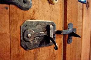 img026doorlatch.jpg